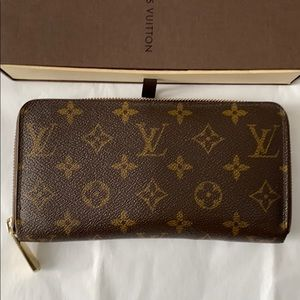 🌟SALE🌟 Authentic Louis Vuitton Zippy Wallet